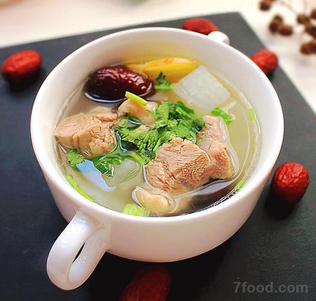 白萝卜最适合冬季吃 美味营养做法推荐