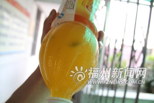 买到问题饮料小黑子鲜橙多 消费者奔长乐讨说法