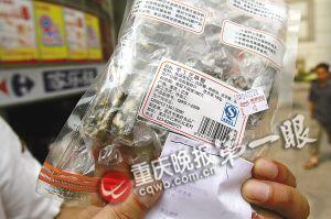 重庆家乐福销售过期芝麻糖 标签生产日期疑作假
